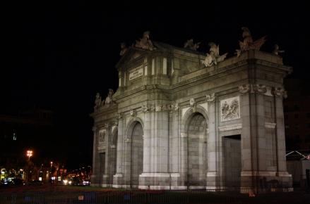 Puerta de Alcalá de noche